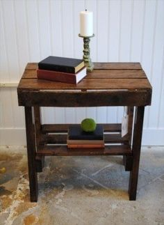 Pallet Table Plans 12 Stunning Pallet DIY Table plans to consider for your lifestyle to complement your decor Simple Pallet End Table Pallet Crafts, Diy Pallet Projects, Wood Projects, Pallet Ideas, Wood Pallet Furniture, Furniture Projects, Diy Furniture, Western Furniture, Furniture Plans