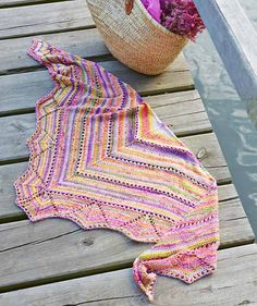 Baby Knitting Patterns Scarves Triangle cloth with hole pattern, – Free tutorial Baby Knitting Patterns, Shawl Patterns, Crochet Patterns, Free Knitting, Knitted Shawls, Crochet Shawl, Crochet Yarn, Knitting Supplies, Knitting Projects