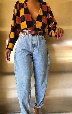 VINTAGE OUTFITS//styling, trends,tips// – Cecily The fashion has definitely found its way into our closets,from the cute fanny packs we all love to the popular mom jeans.As I was doing my research on vintage apparel, I came across th… 2000s Fashion Trends, Early 2000s Fashion, 80s Fashion, Look Fashion, Vintage Fashion, Classic Fashion, 1990s Trends, Fashion Women, Spring Fashion