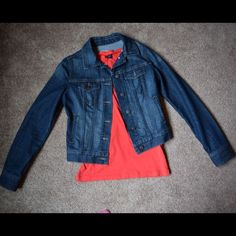 Jean Jacket This Old Navy Jean jacket has only been worn once and is in like new condition. Sleeve length is 25 inches. Total jacket length 19 inches long from tip of shoulder seam. Old Navy does tend to run slightly large so I would say it fits more like a small. 🚫 no trades  ❌ lowball offers will be declined or ignored Old Navy Jackets & Coats Jean Jackets