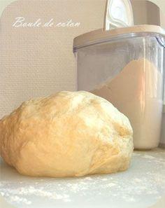 Pâte à flammekueche Pour 2 flammekueches : – 300 g de farine T45 – 1 œuf – 1 CS d'huile – 1 pincée de sel – 120 ml d'eau