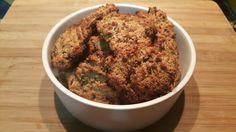 Cookies keto sans sucre et dans farine à la poudre d'amande, noix de coco et pépites de chocolat.
