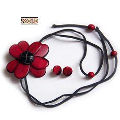 Bordowy kwiat z tagua (010)
