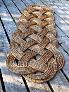 DIY Welcome Doormats...LONG MAT/ CELTIC  weave was used...picture only.  Sorry. But here is link on how to do this weave..   http://www.free-macrame-patterns.com/celtic-mat.html