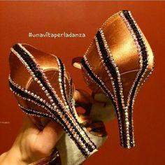 Ballroom dance shoes with 2-tone Rhinestone stripes