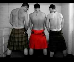 Men in Kilts page. A celebration of hunky guys in kilts. Men in Kilts. Beautiful Men, Beautiful People, Scottish Man, Scottish Kilts, Men In Kilts, Komplette Outfits, Raining Men, Real Man, Hot Guys