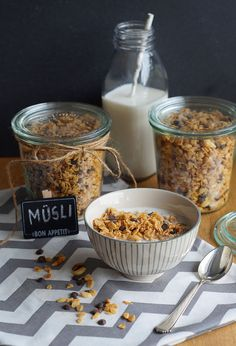 Chocolate peanut crunchy muesli from the Slowcooker - Wanderlust Crockpot, Crock Pot Slow Cooker, Slow Cooker Recipes, Slow Cooking, Cooking Chef, Homemade Tacos, Homemade Taco Seasoning, Fish Recipes, Whole Food Recipes