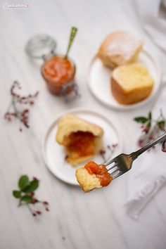 Buchteln with organic apricot jam Austrian Desserts, Austrian Cuisine, Austrian Recipes, Food Blogs, Food Categories, Fabulous Foods, International Recipes, Creative Food, Dessert Recipes