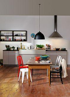 kleine k che 5 tricks die sie gr er wirken lassen kleine k chen viel platz auf kleinem. Black Bedroom Furniture Sets. Home Design Ideas
