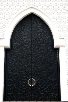 Black Arched Doors in Morocco Grand Entrance, Entrance Doors, Doorway, Cool Doors, Unique Doors, Arched Doors, Windows And Doors, Knobs And Knockers, Door Knobs