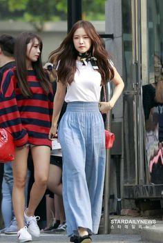 Blackpink Fashion, Korean Fashion, Fashion Beauty, Womens Fashion, Apink Naeun, Chinese Actress, Kpop Outfits, Airport Style, Casual Street Style