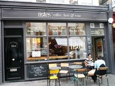 今日も「アイデア」フォルダーからのちょっと古めのネタ(昨日ブログ参照)。コヴェントガーデンにあるカフェ・Notesに行ったのは、昨年9月なので多少今と異なる部分があるかもしれない。 ロンドンの中心部は、家賃が高いせいか資本力のある大規模コーヒーチェーンだらけで、美味しいコーヒーが飲める独立系カフェを見つけるのは至難の業。Notesは、このエリアで「大量生産でない」高品質のコーヒーが飲める、貴…