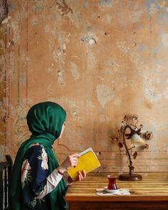 . Kırık dökük gerçeklerin üşüşünce düşüncene ne çok canlı acın var senin… #oruçaruoba Hijabi Girl, Girl Hijab, We Heart It Wallpaper, Hijab Hipster, Travel Pose, Hijab Collection, Hijab Cartoon, Muslim Women Fashion, Islamic Girl