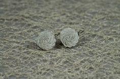 Náušničky z bielych látkových ruží
