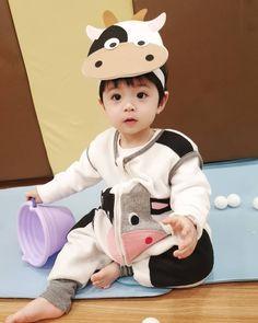 Cute Baby Boy, Cute Little Baby, Lil Baby, Little Babies, Cute Boys, Baby Kids, Cute Asian Babies, Korean Babies, Asian Kids