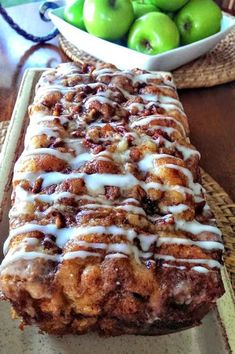 dessert bread Awesome Country Apple Fritter Bread Recipe - Fluffy, buttery, white cake loaf loaded with chunks of apples and layers of brown sugar and cinnamon swirled inside and on top. Dessert Dips, Köstliche Desserts, Dessert Bread, Best Dessert Recipes, Top Recipes, Dinner Recipes, Pudding Recipes, Easy Recipes, Gastronomia