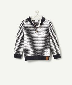 JUMPER ILEO :                     This stylish and casual stripy jumper is just gorgeous! We love its sherpa neckline!            JUMPER ILEO, round neck, long sleeves, button fastening, striped, sherpa neckline, faux leather patch.