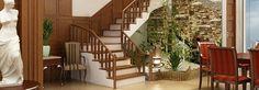 Bất cứ nội thất nào trong ngôi nhà đều mang ý nghĩa riêng của mình, cầu thang cũng vậy, và cầu thang cũng thế, vị trí và kiểu dáng cũng sẽ ít nhiều ảnh hưởng tài lộc và yên ấm của gia đình bạn.