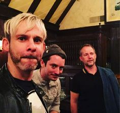 @dom_monaghan_ : Doffing the off the shoulder band look with aplomb @boydbilly @billyboydactor making @electrice and I look like onions. @theoneringnet @empiremagazine