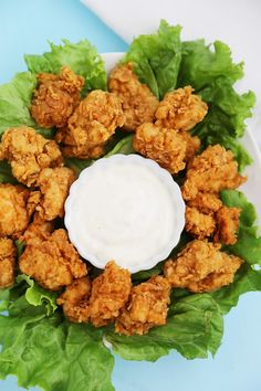 Crispy Buttermilk Popcorn Chicken - Super easy, crispy popcorn chicken made with few ingredients! Serve at parties or for weeknight meals with hot sauce, honey or Ranch dressing. Chicken Pop, Chicken And Shrimp, Chicken Bites, Chicken Nuggets, Quick Snacks, Quick Meals, Turkey Recipes, Chicken Recipes, Country Fried Chicken