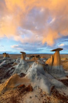 Bisti/De Na Sin Wilderness, Four Corners region, New Mexico, USA. Hoodoo Magic, by David Thompson.