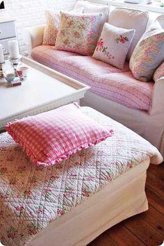 Love this cozy room.