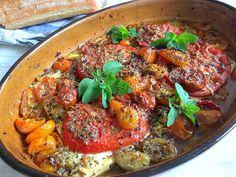 Bagt feta med tomat, chili og oregano