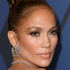 8 Hair Color Trends That Will Be Huge for Summer 2019 Jennifer Lopez's Natural Hair Texture Is C Beige Hair, Beige Blonde, Trending Haircuts, Cool Haircuts, Medium Hair Styles, Natural Hair Styles, Mushroom Hair, Hair Colour For Green Eyes, Cabello Hair