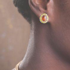 DETAILS Product Code : 025177 Material : 18ct Yellow Gold Principle Gemstone : Citrine 3.5ct citrine Gemstone : Yellow Diamond Total Diamond Carat Weight : 1.21ct Height (mm) : 14 Width (mm) : 12