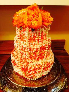 Orange vintage themed wedding cake. #wedding #vintage #orange