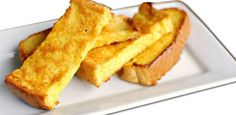 French toast is an old breakfast favourite, but did you think of making it as finger food for your baby? Use this recipe to make French toast for babies aged 8 months and older. Picky Toddler Meals, Toddler Finger Foods, Kids Meals, Toddler Snacks, Toddler Dinners, Baby Meals, Weaning Foods, Led Weaning, Weaning Guide