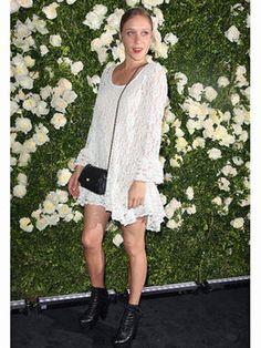 【ELLE】クロエ・セヴィニー(Chloe Sevigny)がモードなレースドレス姿を披露|エル・オンライン