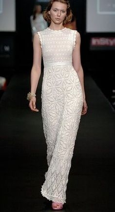 Elegant white dress crochet number 3, of yarns of 60% viscose and 40% acrylic. scheme knitting crochet white dress