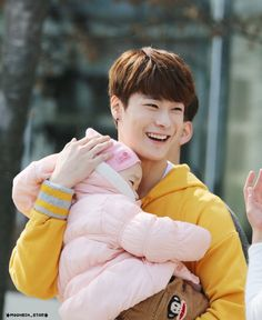 ASTRO Moonbin holding a cute little baby!!! >♢<
