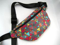 Gray Triangle Pattern Fanny Pack by FannypackSuperstar on Etsy Fanny Pack Pattern, Bag Pattern Free, Pouch Pattern, Bag Patterns To Sew, Diy Sac, Diy Couture, Diy Purse, Hip Bag, Diy Sewing Projects