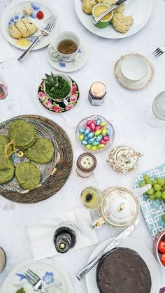 Tips for planning an English (or Downton Abbey-inspired!) Afternoon Tea Party: http://www.everintransit.com/afternoon-tea-party/ #liptonteatime #sponsored