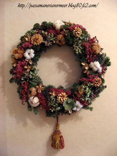 2006年クリスマスフェア リース・・・「Chez Mimosa シェ ミモザ」     ~Tassel&Fringe&Soft furnishingのある暮らし~     フランスやイタリアのタッセル・フリンジ・ファブリック・小家具などのソフトファニッシングで、暮らしを彩りましょう       http://passamaneriavermeer.blog80.fc2.com/