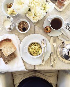 "[THE SAGE DIARIES  PAG.02  scrambled eggs]  Il cameriere disse: ""Lo chef vi dà il benvenuto con una mousse delicata di vaniglia e limone"" e io chiesi gentilmente il bis  #ilsalviatino  #whatitalyis #rsa_vsco #luxurytravel #luxurystyle #countrystyle #tuscany #toscana #firenze #onthetable #colazione #buongiornocosì #scrambledeggs #englishbreakfast #déjeuner #teaandseasons #uova #peonies #flatlay #liveyourlife #villa #tv_living #breakfastofchampions #iwokeuplikethis #luxurytravel #travelblogger…"