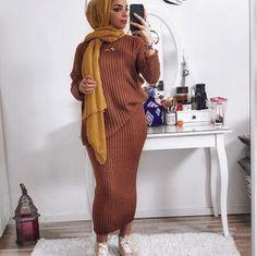 Muslim Fashion 640848221958042678 - Oversized knitted winters Dress Source by Modest Fashion Hijab, Modern Hijab Fashion, Hijab Fashion Inspiration, Look Fashion, Fashion Outfits, Modest Wear, Modest Dresses, Modest Outfits, Mode Turban