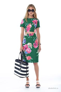 Институт цвета Pantone назвал свежий оттенок зеленого Greenery главным модным цветом 2017 года. Разбираемся, как включить этот цвет в гардероб, с чем сочетать и кому носить.