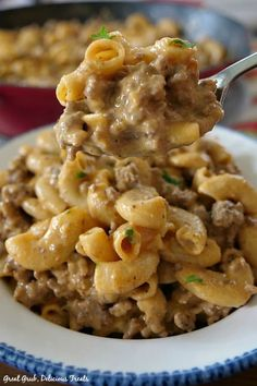 This Homemade Cheeseburger Macaroni has delicious flavor is loaded with beef cheese and noodles and is an easy meal. Cheese Burger Macaroni, Hamburger Mac And Cheese, Hamburger Macaroni, Macaroni And Cheese Casserole, Cheeseburger Pasta, Hamburger Dishes, Hamburger Casserole, Beef Dishes, Pasta Dishes