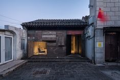 Tiny Hostel in Beijing by Standardarchitecture  ZAO / Standardarchitecture completed a project of hostel in a renovated Beijing hutong (name used to talk about small alleys or a narrow passage in China) 30 square meters large. This project continues the firm interest into this kind of architecture typical of Chinese capital. The hostel has been created thanks to a juxtaposition of blocks spaces and shapes all united by the courtyard.              #xemtvhay