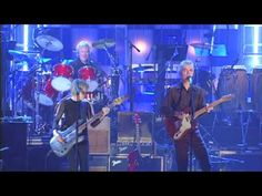 """Talking Heads Perform """"Psycho Killer"""" at the 2002 Inductions"""