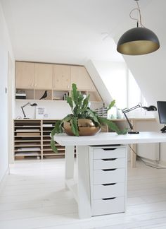 Living with house plants and botanical art Dutch designer and artist Maaike Koster at home – Office İnspiration Workspaces Home Office Design, Home Office Decor, House Design, Home Decor, Ikea Storage Furniture, Furniture Redo, Expensive Houses, Layout Design, Design Ideas