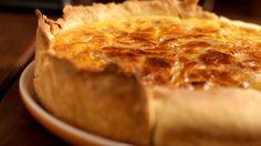 Você vai impressionar todo mundo fazendo essa deliciosa quiche de queijo e cebola caramelada.