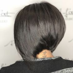 The Different Types of Bobs Bob haircuts are kinda amazing.but do you know the difference between a graduated bob, a-line haircut, and the other types of bobs? Graduated Bob Haircuts, Wavy Bob Haircuts, Line Bob Haircut, Asymmetrical Bob Haircuts, Medium Bob Hairstyles, Lob Haircut, Haircuts With Bangs, Graduated Bob With Fringe, Graduated Bob Medium