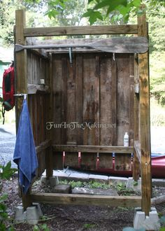 How cute! Get some old wooden pallets together and make an outdoor shower!