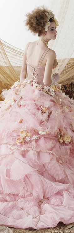 Stella de Libero - the kind of dress little girls dream of wearing as a lady