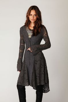 Holy cow I love this! Long sweaters are a fave. The Shape and the sleeves, beautiful!
