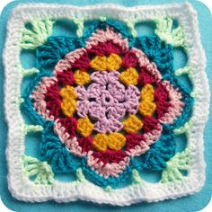 Diamond Flower Granny - free crochet square pattern  by Amanda Förthmann in German and English.
